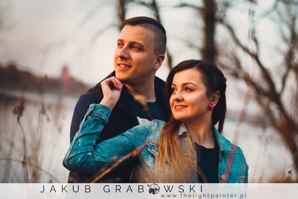 Zakochani w Toruniu. Alternatywna sesja zdjęciowa Dominiki i Kamila.