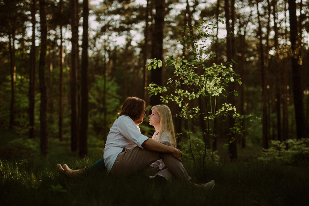 sesja narzeczenska w lesie