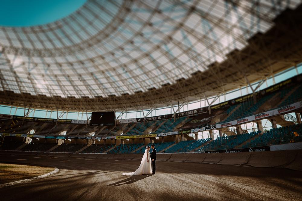 miejsca na sesję w toruniu, fotograf ślubny toruń, żużel
