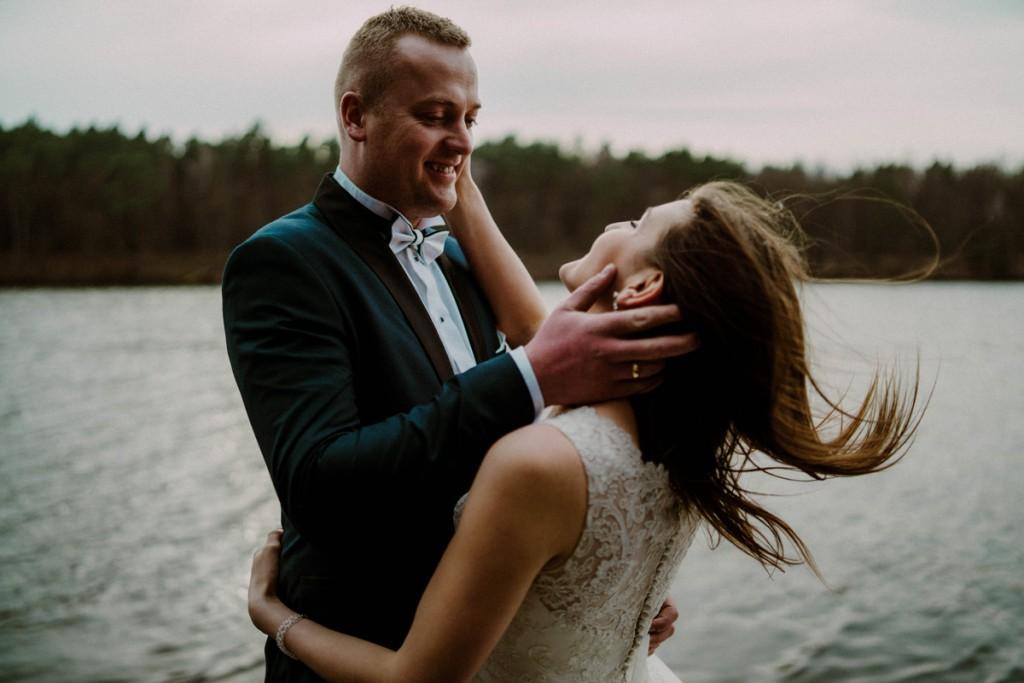 sesja na jeziorem, miejsca na sesję w toruniu, fotograf ślubny toruń